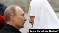 Владимир Путин и Патриарх Кирилл демонстрируют единство церкви и государства 4 ноября 2012 года