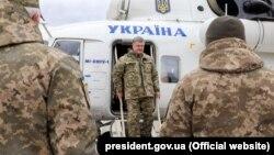 Президент України Петро Порошенко прибув до Житомирської області для передачі військової техніки військовослужбовцям, 14 жовтня 2017 року