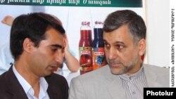 Հայաստանում Իրանի դեսպան Սաղայանը (աջից) մամուլի ասուլիսում