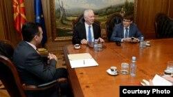 Премиерот Зоран Заев се сретна со рускиот амбасадор во Македонија Олег Шчербак на 19 октомври 2017