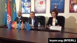 Прес-конференція керівництва АТR: Ленур Іслямов і Ельзара Іслямова. Сімферополь, 31 березня 2014 року