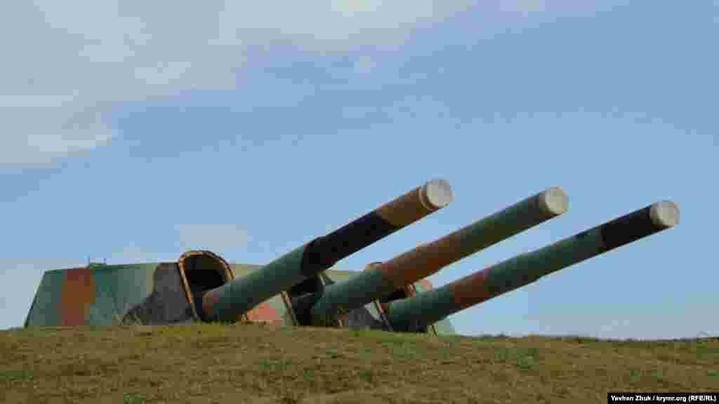 Будувати артилерійську батарею на височини Алькадар поруч із сучасним селищем Любимівка на Північній стороні Севастополя почали понад сто років тому, в 1913 році