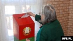 A voter casts a ballot in Fanipal, near Minsk.