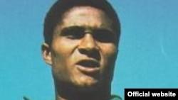 Уроженец Мозамбика и легендарный португальский футболист Эйсебио.