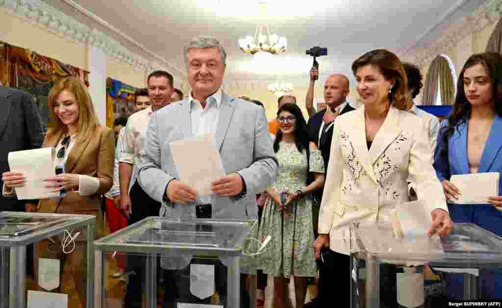 Лидер партии «Европейская солидарность», пятый президент Украины Петр Порошенко с женой Мариной