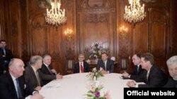 Prezidentlərin Praqa görüşü