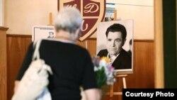 Траурные мероприятия в Москве прошли в Центральном доме литераторов. Похоронили писателя на Новодевичьем кладбище. Фото: РИА Новости