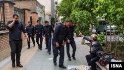مصوبه اخیر شورای شهر تهران که دستفروشی را همردیف با تکدی گری و جرم تلقی کرده است