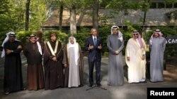 Барак Обама Перс булуңундагы кызматташуу кеңешинин саммитинин катышуучулары менен Кэмп-Дэвидде. 14-май, 2015