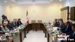 قرار است نتايج مذاکرات ايران و آژانس بين المللی انرژی اتمی در گزارش جديد محمد البرادعی، مدير کل اين سازمان، به شورای حکام ارايه شود.