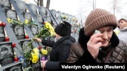 Киевтің орталығында Еуромайдан толқуында қаза тапқан адамдарды еске алу шарасы. Украина, 21 қараша 2018 жыл.