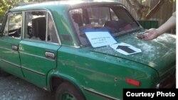 Автомобіль у Новолуганському, пошкоджений осколками протитанкових гранат, 12 серпня 2017 (фото СЦКК)