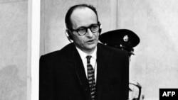 Адольф Эйхман в израильском суде (11 апреля 1961 года)
