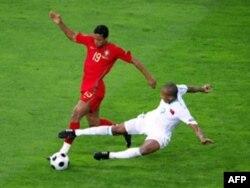 2008 жылғы Еуропа чемпионатына іріктеу кезеңіндегі Түркия-Португалия кездесуінің бір сәті. Швейцария, Женева, 7 маусым 2008 жыл. (Көрнекі сурет)