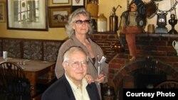 Олег Гордиевский с женой Морин