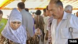 Женщина в мусульманском платке на рынке в Ташкенте. Иллюстративное фото.