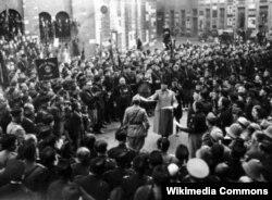 23 березня 1919 року в Мілані Беніто Муссоліні провів установчі збори нової організації «Союз боротьби»