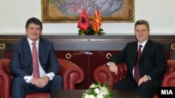 Albanian President Bamir Topi (left) and his Macedonian counterpart Gjorge Ivanov in Skopje