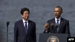 باراک اوباما و شینزو آبه درمراسم ادای احترام به قربانیان حمله به پرل هاربر
