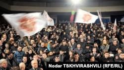 Зал на тысячу мест оказался переполнен, многие наблюдали за церемонией стоя