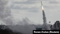 Իսրայելի զինուժը հրթիռ է արձակում, արխիվ
