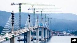 Pamje e Urës së Peleshacit që lidh dy brigjet e Kroacisë. 29 korrik 2021.