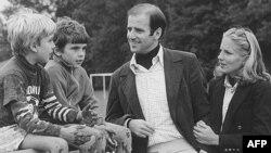 Joe Biden sa drugom suprugom Jill i sinovima Beauom i Hunterom
