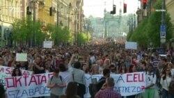 Тисячі людей вийшли на підтримку фінансованого Соросом універститету в Будапешті (відео)