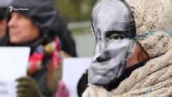 Остановить расправу над украинскими журналистами: акция у посольства России в Киеве (видео)