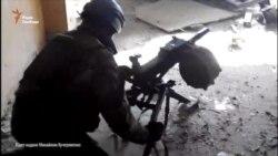 Бійці стріляють з АГС у новому терміналі, початок листопаду