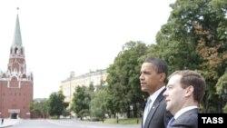 Preşedinţii Obama şi Medvedev în Piaţa Roşie, 7 iulie 2009
