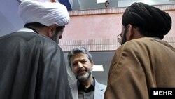 سیاستهای «اسلامی» کردن دانشگاهها در سالهای وزارت کامران دانشجو به اقداماتی منجر شده که در دنیای امروز سابقه ندارند
