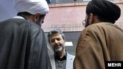 کامران دانشجو، وزیر علوم در دومین دولت محمود احمدینژاد،از جمله منتقدان به گزارش بورسیههاست.