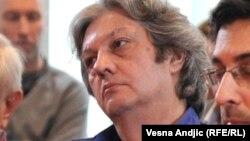 """""""Svake godine kada televizija prenosi, kada dođu strani državnici, oni donose mrtva tela ko zna odakle i sahranjuju u Srebrenici"""": Milomir Marić"""
