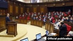 Վարչապետ Տիգրան Սարգսյանը Ազգային ժողովին ներկայացնում է նոր կառավարության ծրագիրը, 20-ը մայիսի, 2014թ․