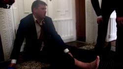 Охоронці Кернеса винесли на руках представника «Українського вибору» із зали міськради (відео)