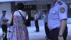 Баку: поліція розігнала акцію на підтримку журналістки і затримала ще 20 її колег