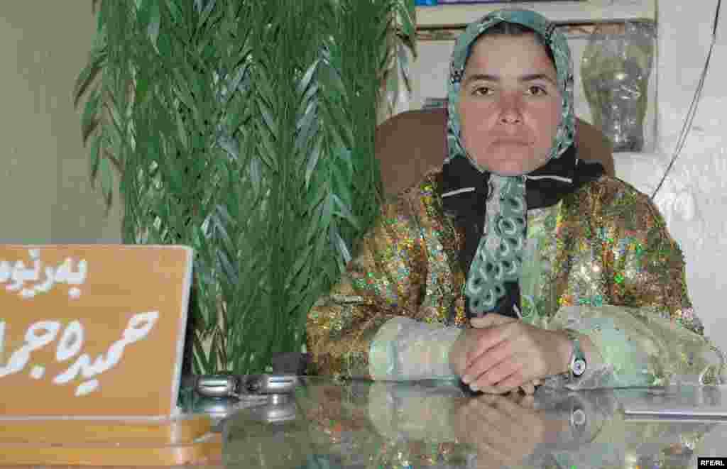 حمیده جمال محمد، مدیر مرکز آموزش و توسعه اجتماعی زنان در حلبچه که در گفت و گویی با رادیو فردا اعلام کرد به آینده زنان شهر حلبچه بسیار امیدوار است.