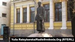Пам'ятник Дмитрові Яворницькому у Дніпрі