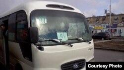 Автобус, принадлежащий автопарку № 3 города Караганды, работники которого проводили забастовку. 7 апреля 2014 года.