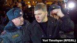 Задержание Сергея Митрохина на акции на Триумфальной площади в Москве, 6 декабря 2011