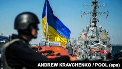 Фрегат ВМС Вооруженных сил Украины «Гетман Сагайдачный и эсминец ВМС США «Дональд Кук» во время международных военных учений «Си Бриз». Одесса, 1 сентября 2015 года