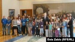 Ivo Josipović sa mladima iz Srebrenice, 16. srpanj 2012.