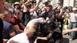 Moskovska policija tukla te privodila demonstrante i opozicionare
