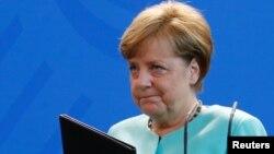 Cancelarul Angela Merkel în timp ce făcea o declarație la Berlin despre decizia președintelui Trump
