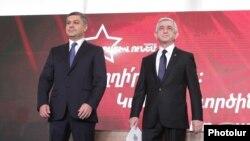 Лидер Республиканской партии Армении Серж Саргсян (справа) и лидер партии «Отчизна» Артур Ванецян