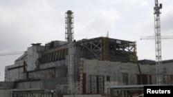 """Защитный """"саркофаг"""" на 4-м реакторе Чернобыльской АЭС (21 апреля 2015 года)"""