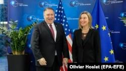 مایک پومپئو، وزیرخارجه آمریکا روز جمعه با فدریکا موگرینی مسئول سیاست خارجی اتحادیه اروپا در بروکسل ملاقات کرد.