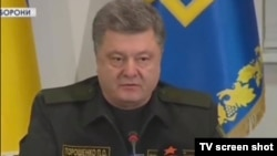 Петро Порошенко ҳангоми эълони оташбас