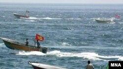 کشتی های آمریکایی توسط قایق های سپاه پاسداران تهدید شده بودند.